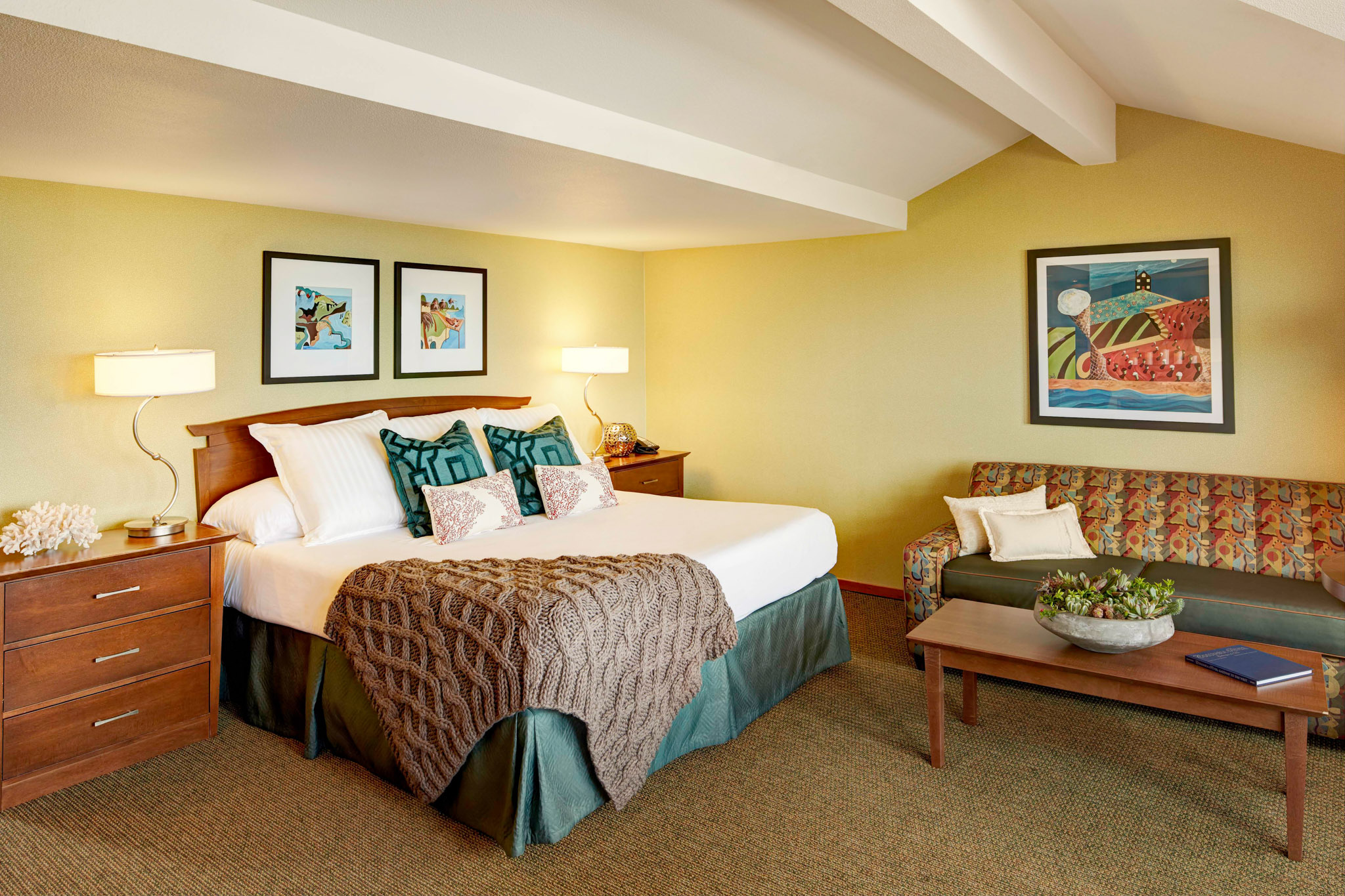cannon beach king bed hotel room